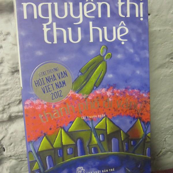 truyen-ngan-thanh-pho-di-vang-nha-van-nguyen-thi-thu-hue-sach-nen-doc
